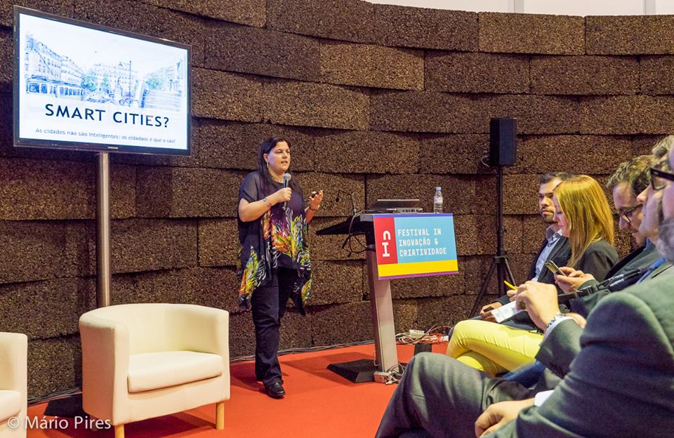 Ana Neves apresentando de Smart Cities e Cidadania 2.0 no Festival IN