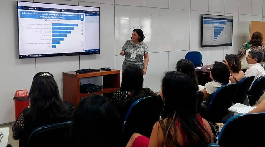 No Brasil para Falar de Plataformas Digitais de Diálogo entre Cidadãos e Governo